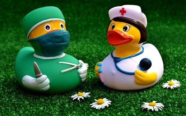 surgeon 2821375 640